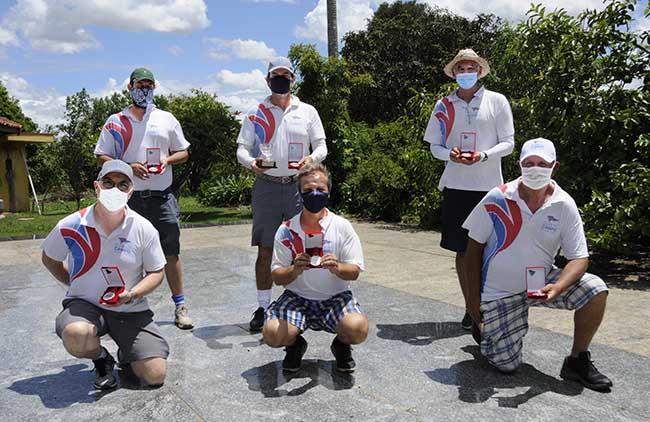 Equipe do Clube de Campo recebe as medalhas de vice-campeã (Foto: Thais Pastor/F2 Assessoria)